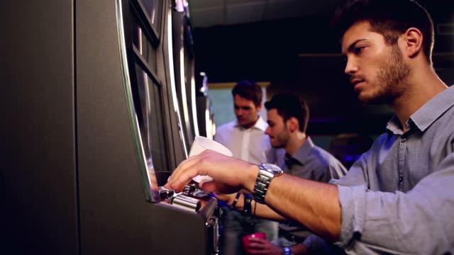 победитель и loser в казино - потеря стоковые видео и кадры b-roll