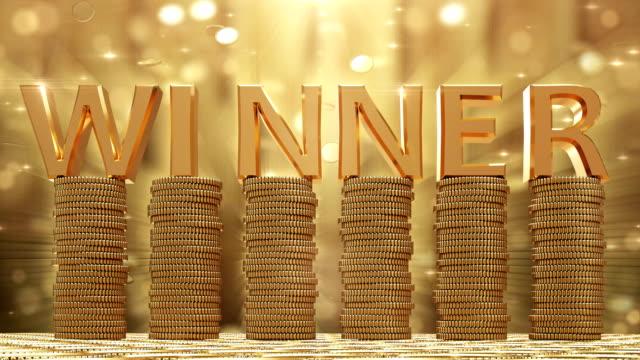winner gold coins falling - scatola del tesoro video stock e b–roll