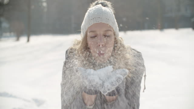 winter breaks - cappello video stock e b–roll