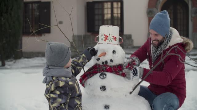 stockvideo's en b-roll-footage met winter pauzes - family winter holiday