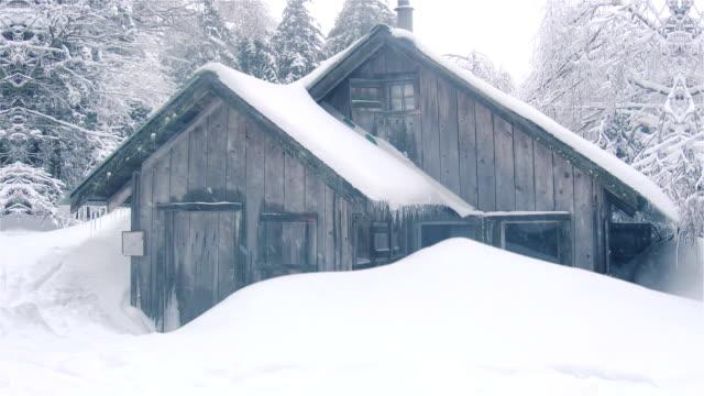 winterkabine - blockhütte stock-videos und b-roll-filmmaterial