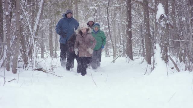 vinter fitness - snow kids bildbanksvideor och videomaterial från bakom kulisserna