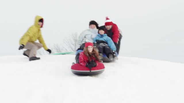 vídeos de stock, filmes e b-roll de diversão de inverno - tubo objeto manufaturado