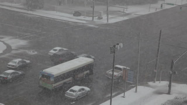 HD: Winter Intersection, Traffic in Falling Snow video