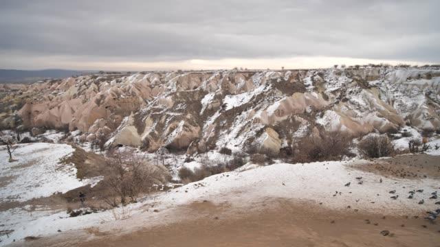 vinterlandskapet i dalen i kappadokien. turkiet - anatolien bildbanksvideor och videomaterial från bakom kulisserna