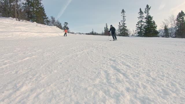 vinterlandskap lutning skidåkning snö på kameran i slow motion - swedish nature bildbanksvideor och videomaterial från bakom kulisserna