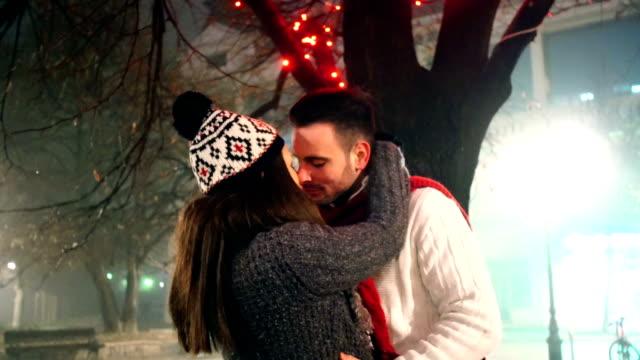 зимняя романтика. - кепка стоковые видео и кадры b-roll