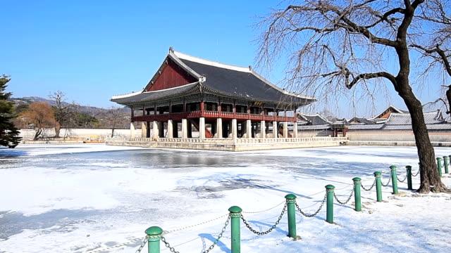Winter snow of Gyeongbok Palace in Seoul, South Korea Winter snow of Gyeongbok Palace in Seoul, South Korea gyeongbokgung stock videos & royalty-free footage