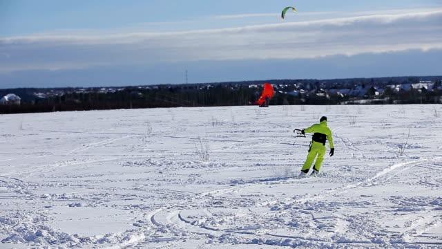 Winter snowkiting on the field video