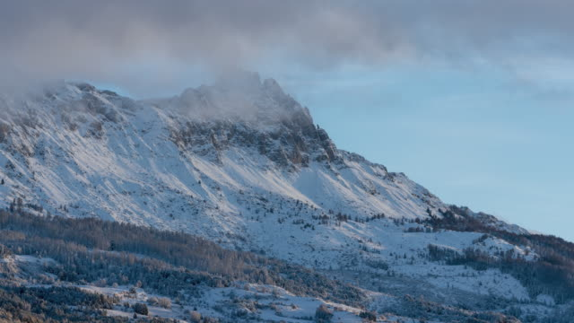 Winter Sunrise timelapse on needles de Chabrieres, Ecrins National Park, Hautes-Alpes, Alps, France - vídeo