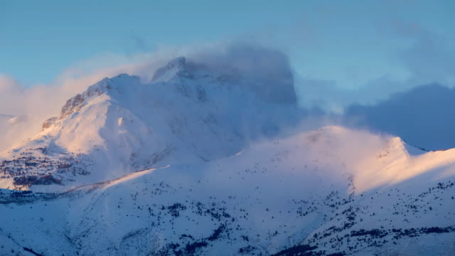 Winter timelapse between sunset and twilight of Pic de Bure in the Devoluy Massif. Hautes-Alpes, Alps, France - vídeo
