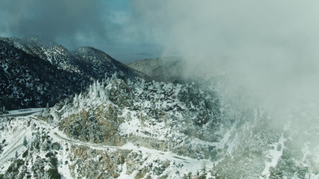 Wintry Fog Rolling Through San Gabriel Mountains Near Angeles Crest Highway - Aerial - vídeo