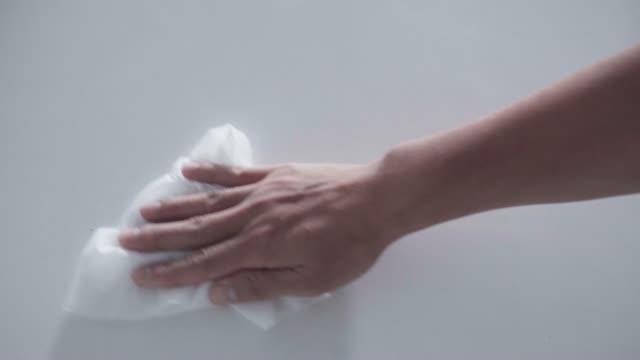 拭き取りカウンター表面衛生ワイプアルコール60%ウイルス - きれいにする点の映像素材/bロール