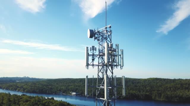 vidéos et rushes de tour de communication sans fil - transmission