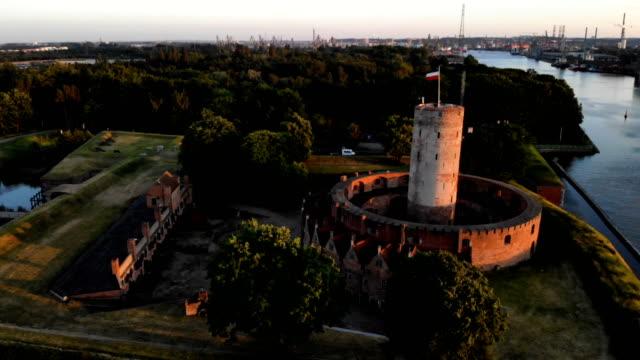 vidéos et rushes de forteresse de wisłoujście. vue aérienne - forteresse