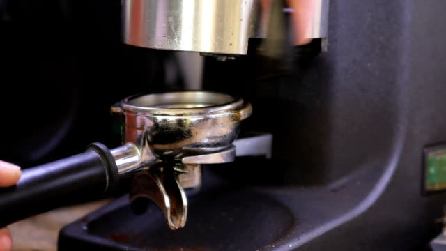 Withdraw ground coffee to portafilter video