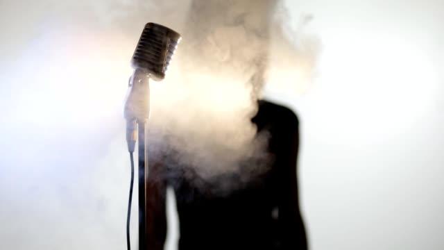 woman and mic - adulazione video stock e b–roll