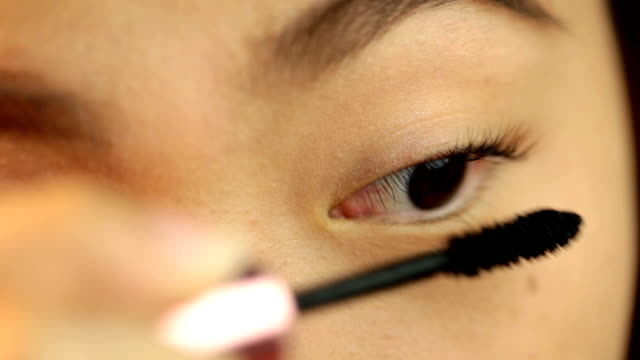 Woman applied mascara to her lashes video