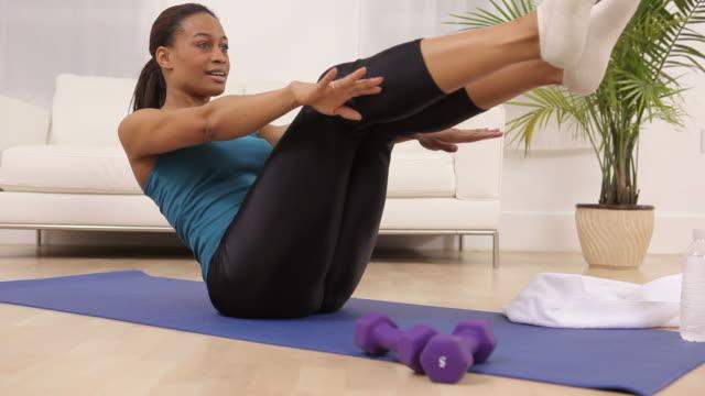 woman at home exercising - black woman towel workout bildbanksvideor och videomaterial från bakom kulisserna