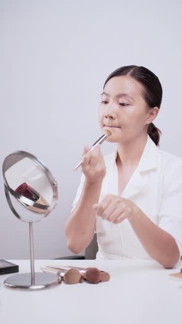 Woman blogger make up,Vertical video video
