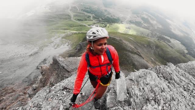 pov kvinna klättrare på via ferrata i schweiziska alperna - wengen bildbanksvideor och videomaterial från bakom kulisserna