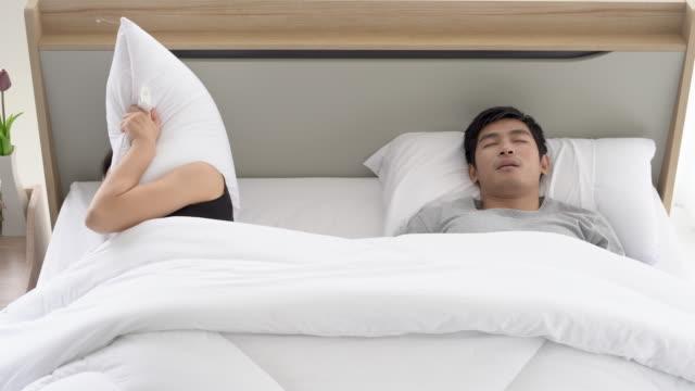 stockvideo's en b-roll-footage met vrouw sluiten oren met een kussen. - sleeping illustration