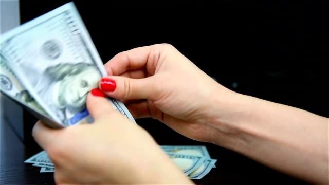 donna conta soldi - proibizione video stock e b–roll