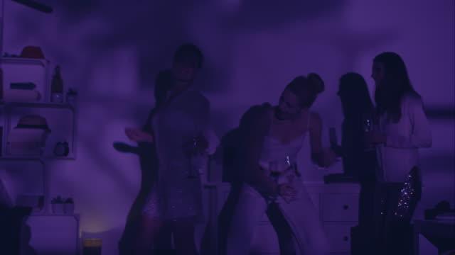 Frau Tanzen auf party – Video