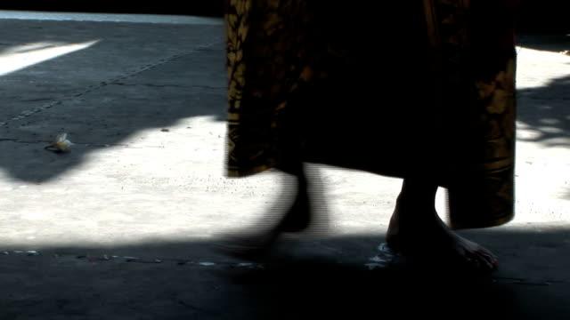 woman dancing (hd 1080) - på tå bildbanksvideor och videomaterial från bakom kulisserna