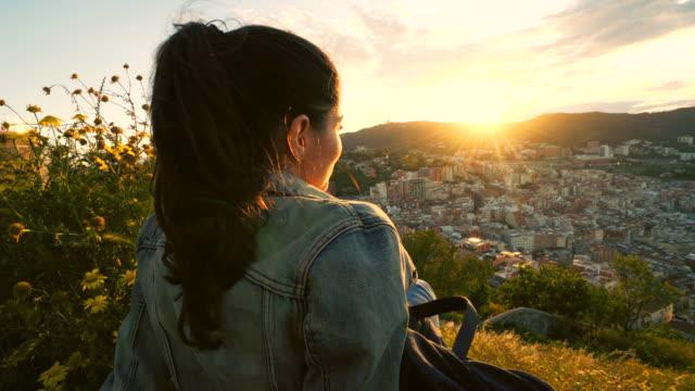 kvinna som njuter av den vackra utsikten. - spain solar bildbanksvideor och videomaterial från bakom kulisserna