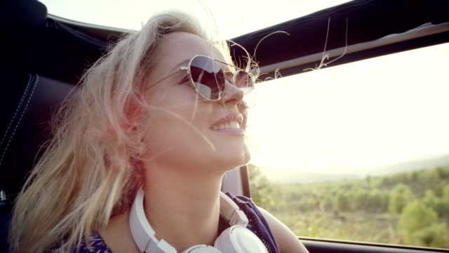 woman enjoying wind in her hair. riding suv without roof - spettinato video stock e b–roll
