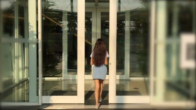 woman entering the shopping mall  door - entrata video stock e b–roll