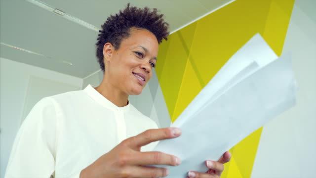 woman examining documents. - rapporto video stock e b–roll