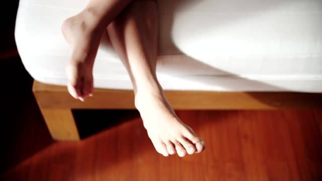 CU : woman foot on bed