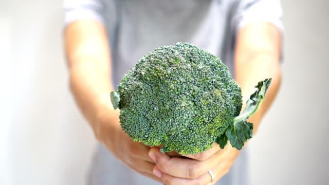 woman hand holding purple broccoli. - broccolo video stock e b–roll