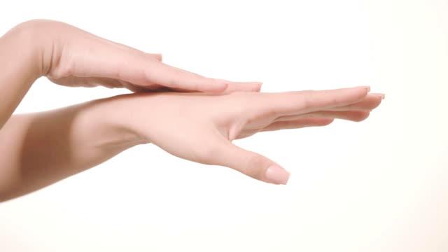 女性の手のマッサージ、白で隔離 - スキンケア点の映像素材/bロール