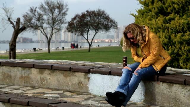 Frau mit Bauchschmerzen – Video