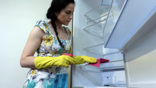 Woman housewife cleaning fridge.Hygiene concept - vídeo