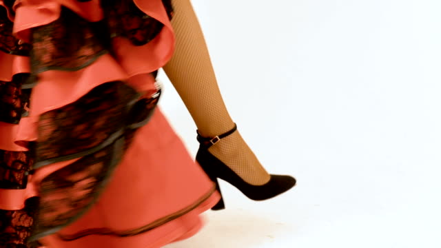 A woman in high heels in an antique dress is coming. Movement of the camera. video