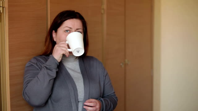 stockvideo's en b-roll-footage met woman in office - a break with a cup of coffee - camelia white