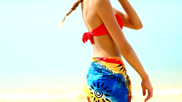 woman in pareo and bikini at tropical beach - sarong bildbanksvideor och videomaterial från bakom kulisserna