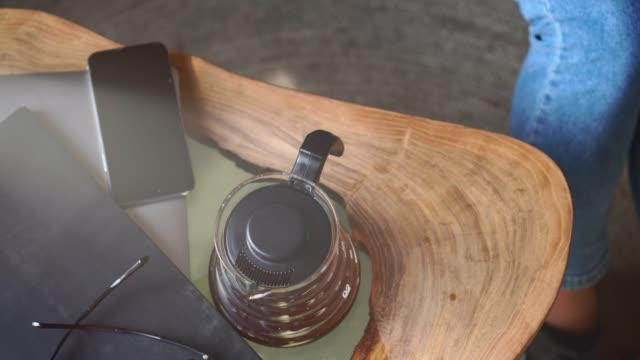 a woman is drinking coffee. - кофеин стоковые видео и кадры b-roll