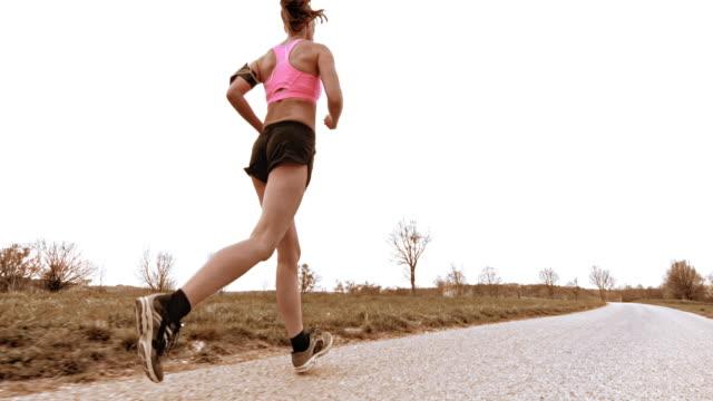slo mo-ts frau joggen auf einem land-straße - einzelne frau über 30 stock-videos und b-roll-filmmaterial