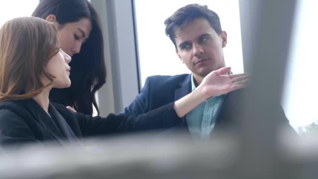vidéos et rushes de contrat de femme avocat - notaire