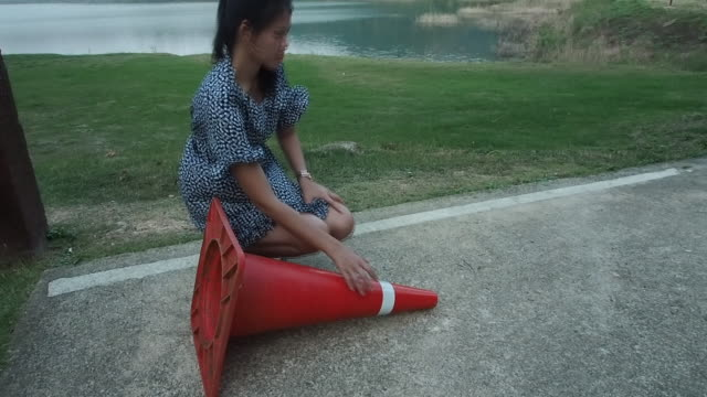woman lays the Traffic Cone.