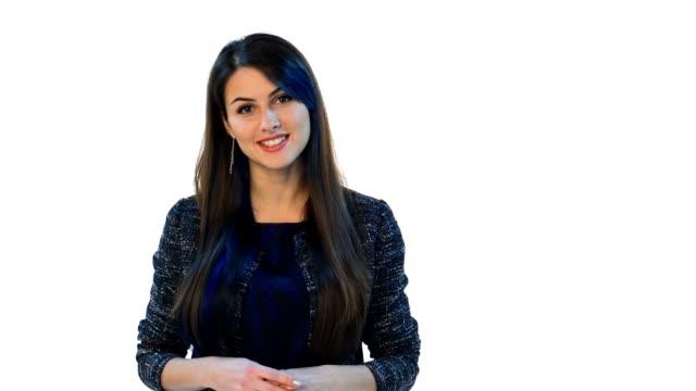 stockvideo's en b-roll-footage met vrouw kijken camera glimlachen - toespraak
