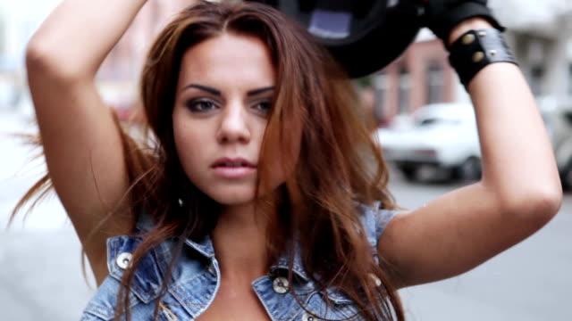 женщина motorcyclist - жакет стоковые видео и кадры b-roll