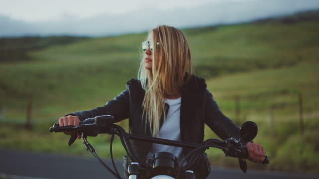 woman on vintage motorcycle - montare video stock e b–roll