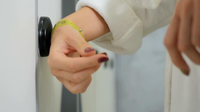 woman open a door with bracelet in dressing room - браслет стоковые видео и кадры b-roll
