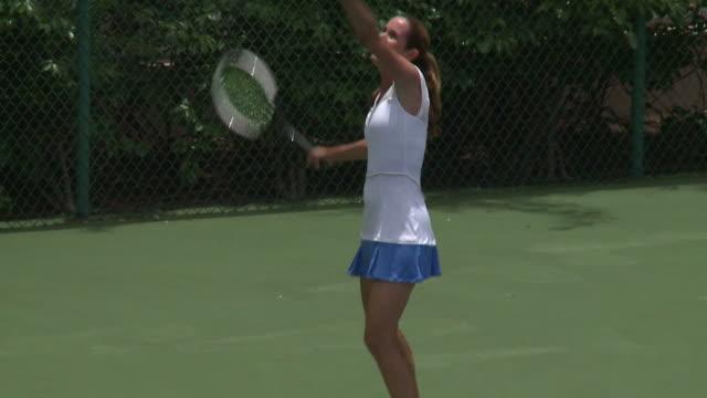 woman playing a series of tennis shots - 25 29 år bildbanksvideor och videomaterial från bakom kulisserna